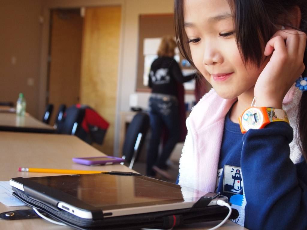 Do Tablets Damage My Childs Eyes Doctors Eyecare Youmightbreakyourlaptop Warning Many Of Us While Growing Up Had Their Parents Admonish You For Getting Too Close To The Tv With Youre Going Ruin Your